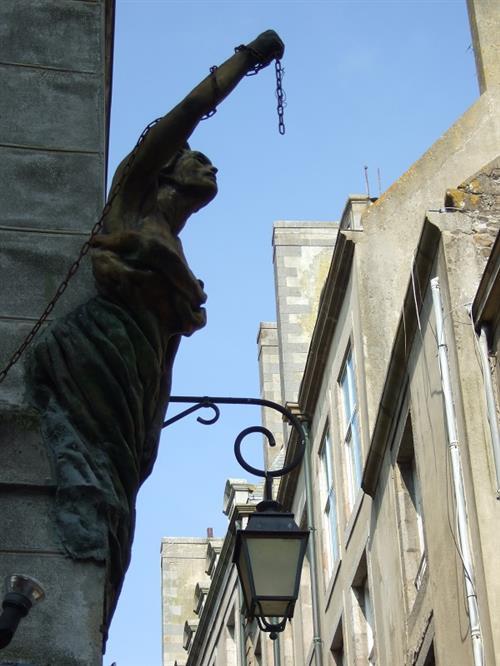 800 - saint malo - detail de rue - ©T.Guérin