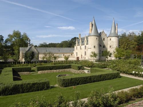 Le Bois Orcan : château des XIVe et Xve siècles, Jardin médiéval et L'Athanor, Musée et Parc de sculpture d'Etienne Martin