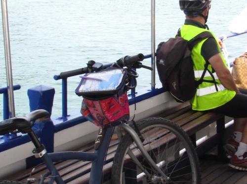 cycliste bateau bus Dinard St Malo