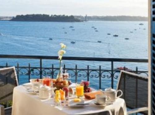 Grand-Hotel-Barriere-Dinard-petit-dejeuner