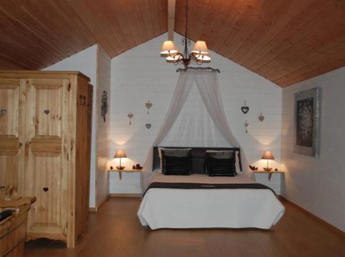 Lit à eau climatisé cabane la bourousais - MAURE DE BRETAGNE