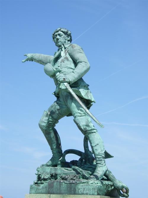 Saint-Malo---Statue-Surcouf----Tiphaine-Guerin.jpg-800