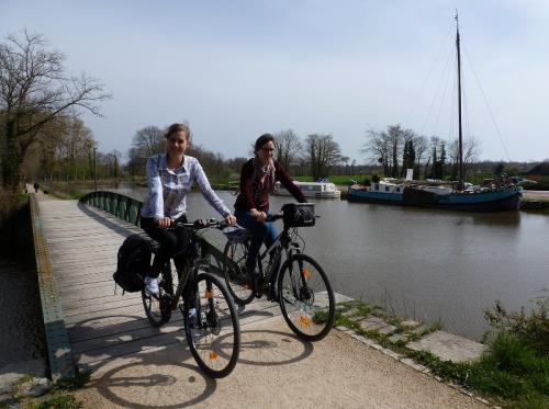 filles-canal-pont-st-gregoire